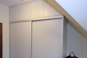 Pomieszczenie garderoby 4 - zabudowa skosu