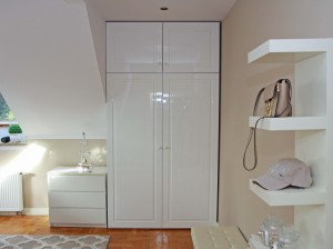Szafa z drzwiami uchylnymi - lakier wysoki połysk