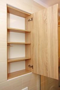Prosta szafka łazienkowa - widok otwarty
