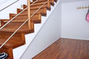 Zabudowa pod schodami